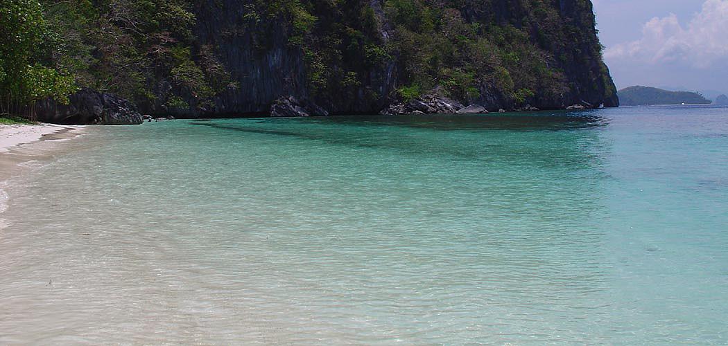 <div>Glorious beaches</div> <div>Tour the Bacuit Bay islands</div>
